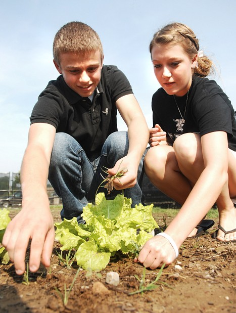Zumwalt East High School students Kevin McPortland and Angie Meyer